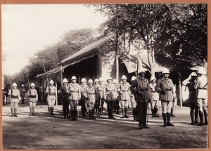 Remise de décoration par le Colonel Heutschell à André Bontemps, 14 juillet 1931 (prochainement en ligne sur Virtual Tianjin : ID 32683)